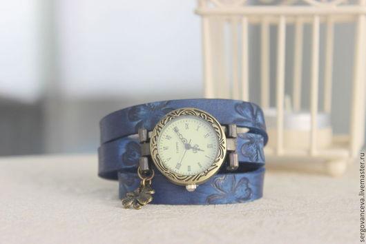 """Часы ручной работы. Ярмарка Мастеров - ручная работа. Купить Часы на длинном кожаном ремешке """" Клевер"""". Handmade. Синий"""