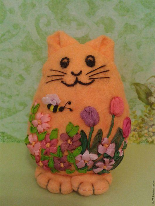 """Игрушки животные, ручной работы. Ярмарка Мастеров - ручная работа. Купить Игрушка из фетра """"котик в весеннем саду 2"""". Handmade."""