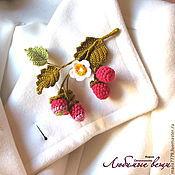 """Украшения ручной работы. Ярмарка Мастеров - ручная работа Брошь """"Веточка малины"""", вязаные украшения, бижутерия, ягоды. Handmade."""
