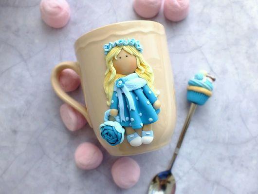 """Кружки и чашки ручной работы. Ярмарка Мастеров - ручная работа. Купить Кружка с декором """" Кукла Оля """". Handmade."""