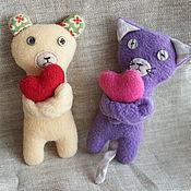 Подарки к праздникам ручной работы. Ярмарка Мастеров - ручная работа Мягкие игрушки-валентинки Кот и Мишка. Handmade.