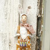 Подарки к праздникам ручной работы. Ярмарка Мастеров - ручная работа Ватная игрушка на ёлку Заяц с барабаном. Handmade.