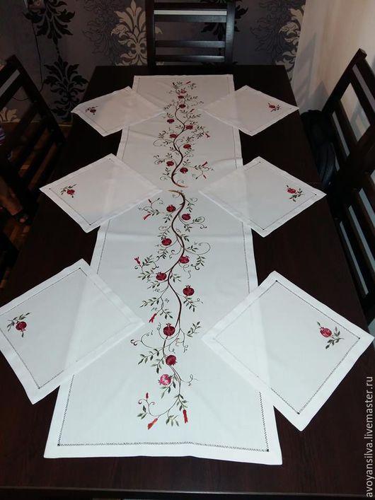 Текстиль, ковры ручной работы. Ярмарка Мастеров - ручная работа. Купить скатерть- дорожка из льна с синтетикой Гранат с вишивкой из шелка. Handmade.