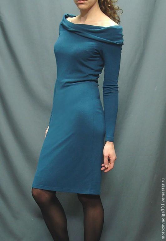 Платье-чулок из мягкого и легкого трикотажа(состав вискоза 65%, акрил 35%) на подкладке с  оригинальным воротником-трансформером. Платье идеально подходит для случаев, когда после работы предстоит уж