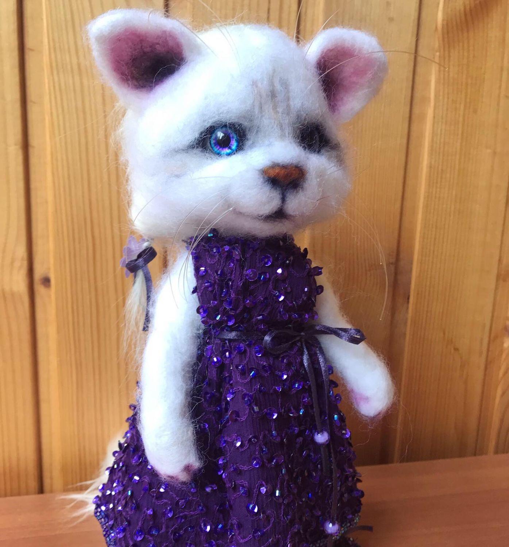Игрушки животные, ручной работы. Ярмарка Мастеров - ручная работа. Купить Кошка в ярком платье. Валяная игрушка. Handmade.