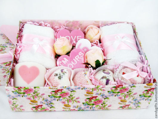 Подарочный набор `Wedding` отличный подарок молодоженам на свадьбу.
