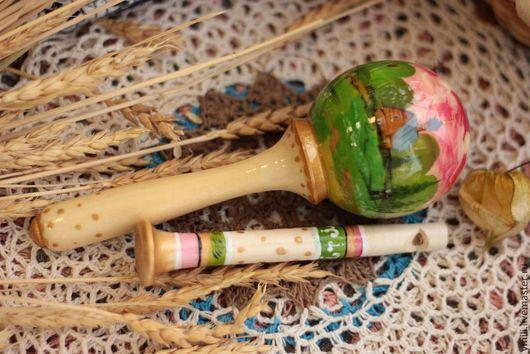 погремушка+ свисулька, деревянные игрушки с авторской росписью, авторские игрушки из дерева от мастера. Подарок на крестины, именины.