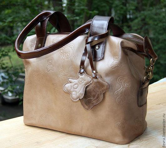 Сейчас возможно изготовление из такой кожи.Эта сумочка маленькая 30/13 по дну, 24 в высоту.