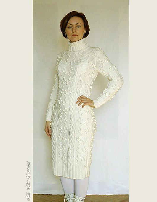 Это платье связано для маленькой уютной свадьбы. )))