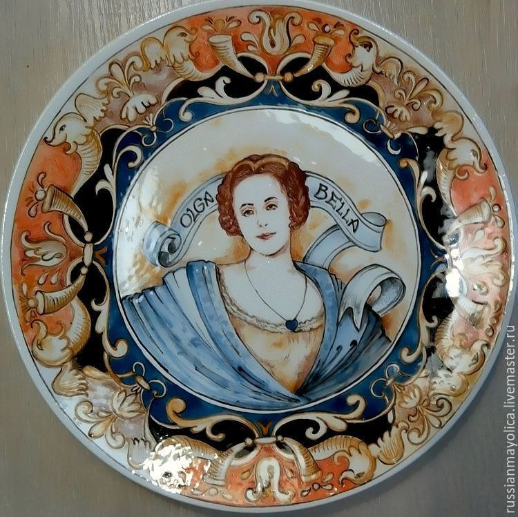 Plate with grotesques in the Renaissance style