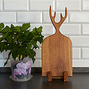 Посуда handmade. Livemaster - original item Cutting board made of oak with horns. Free shipping. Handmade.