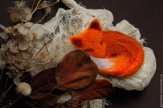 """Броши ручной работы. Ярмарка Мастеров - ручная работа. Купить Брошь """"Спящая лиса"""". Handmade. Рыжий, шерсть 100%"""