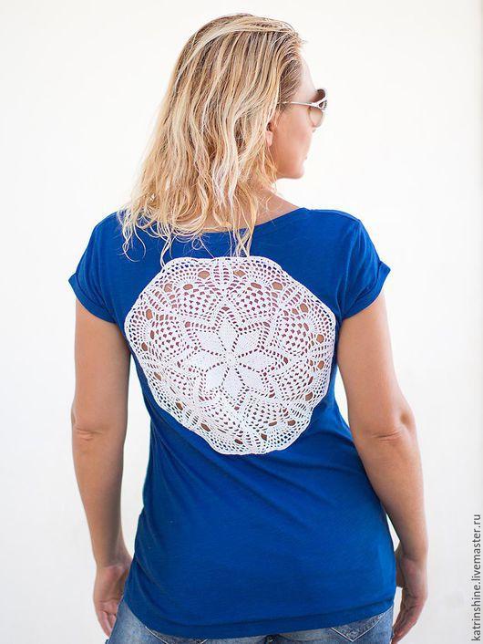 Футболки, майки ручной работы. Ярмарка Мастеров - ручная работа. Купить Синяя футболка с ,белой ажурной аппликацией на спине Размер М-L. Handmade.