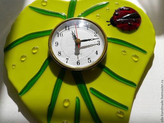 Часы для дома ручной работы. Ярмарка Мастеров - ручная работа. Купить Часы настенные для кухни стеклянные фьюзинг Лист зеленый. Handmade.