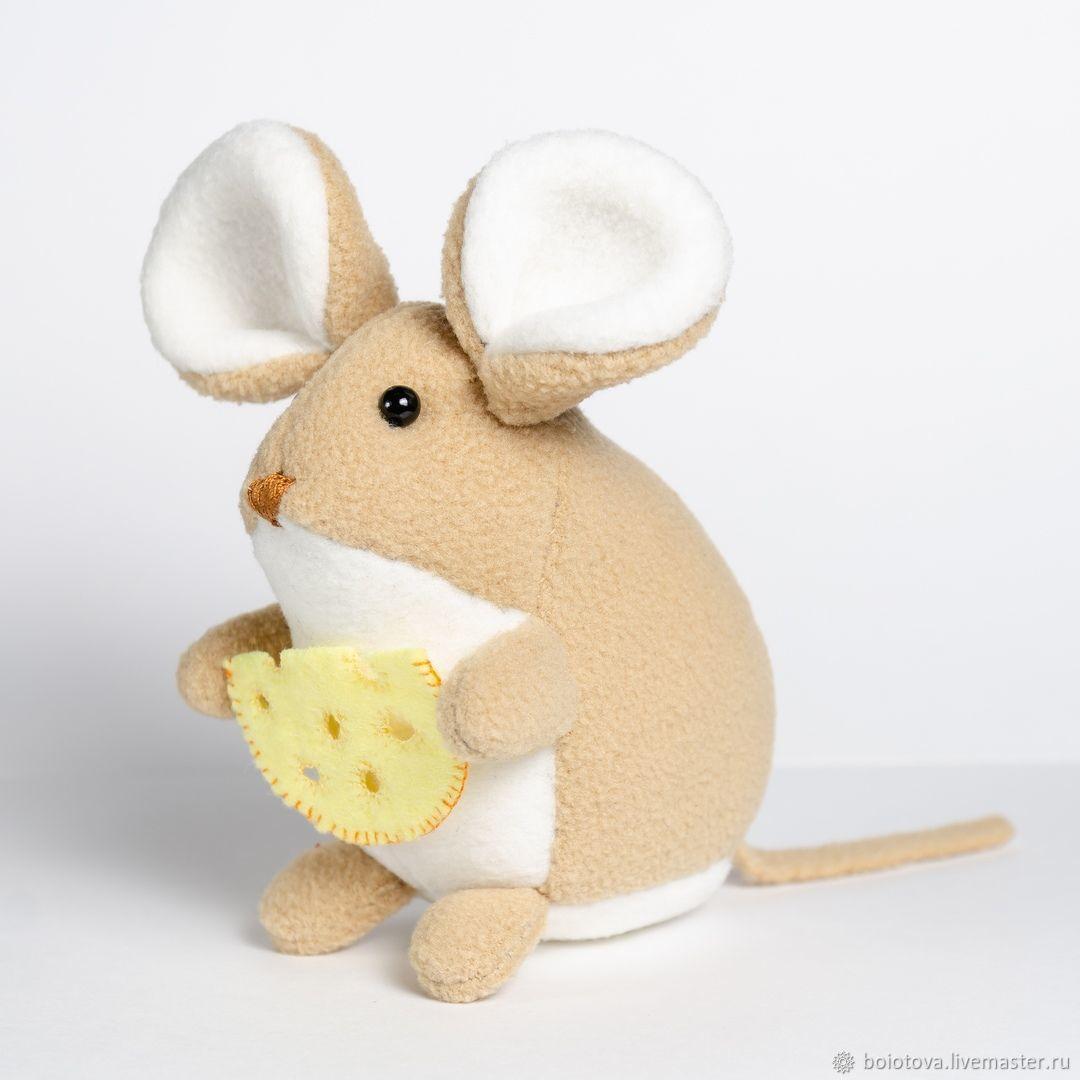 Броши ручной работы. Ярмарка Мастеров - ручная работа. Купить Мышка с сыром. Handmade. Подарок на новый год, новогодний сувенир, бусины