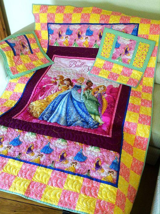 Пледы и одеяла ручной работы. Ярмарка Мастеров - ручная работа. Купить Лоскутное одеяло для девочки в подарок Принцессы. Handmade. Одеяло
