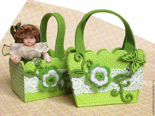 Войлочные сумочки с вязаными цветочками для подарков 16,5*10*9см - 245р