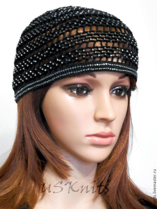 Вязаная легкая шапка (шапочка)  сеточкой с бисером выполнена в ретро стиле из мерсеризованного хлопка с бисером.