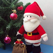"""Подарки к праздникам ручной работы. Ярмарка Мастеров - ручная работа """"Дед Мороз с подарками"""" вязаная игрушка. Handmade."""