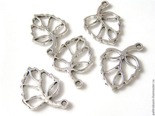 цвет серебро, размер 26 х 19 мм, 12 руб/шт, в наличии 10 штук.