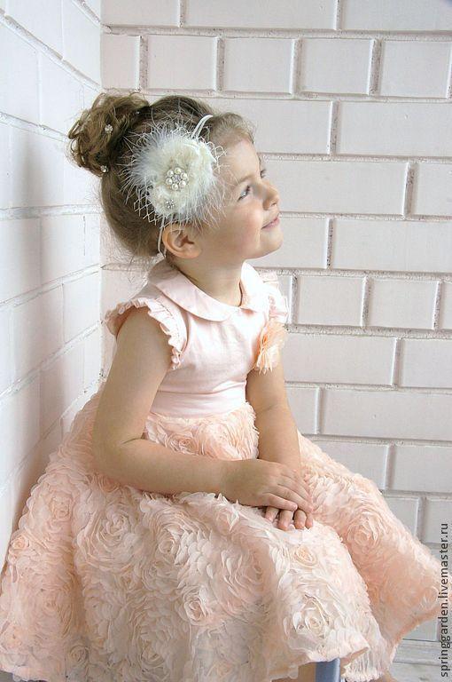 Нежная повязка на голову. Нарядное украшение для девочки