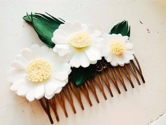 """Гребни, расчески ручной работы. Ярмарка Мастеров - ручная работа. Купить Гребень металлический для волос с цветами из фоамирана """"Ромашки"""". Handmade."""