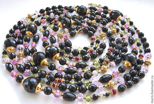 Сотуар из натуральных черных камней. Длинные бусы из позолоченного серебра с натуральными рубинами хризолитом топазами. Все камни - натуральные, все компоненты из серебра с позолотой.