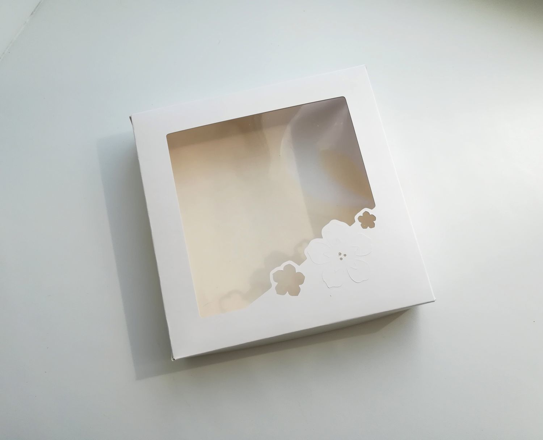 Коробка 16х16х3 белая с окном, крышка-дно Цветы, Коробки, Архангельск,  Фото №1