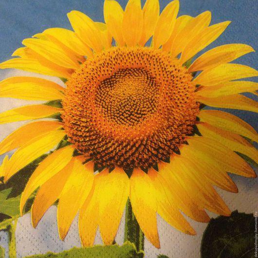 Яркий солнечный подсолнух на голубом фоне -салфетка для декупажа Декупажная радость