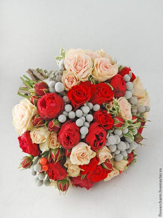 Кремово-красный букет невесты