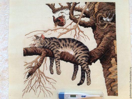 Животные ручной работы. Ярмарка Мастеров - ручная работа. Купить котик слишком устал. Handmade. Разноцветный, вышивка, коты, канва