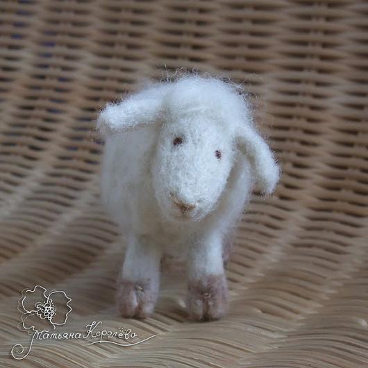Игрушки животные, ручной работы. Ярмарка Мастеров - ручная работа. Купить Просто овечка. Handmade. Овечка, овечка из шерсти