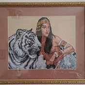 Картины и панно ручной работы. Ярмарка Мастеров - ручная работа Египтянка возлежащая на фоне белого амурского тигра.. Handmade.