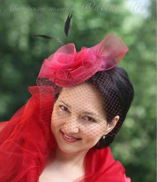 """Одежда и аксессуары ручной работы. Ярмарка Мастеров - ручная работа. Купить """"Каркаде"""" - шляпка вишневого цвета с вуалью и черными перьями. Handmade."""