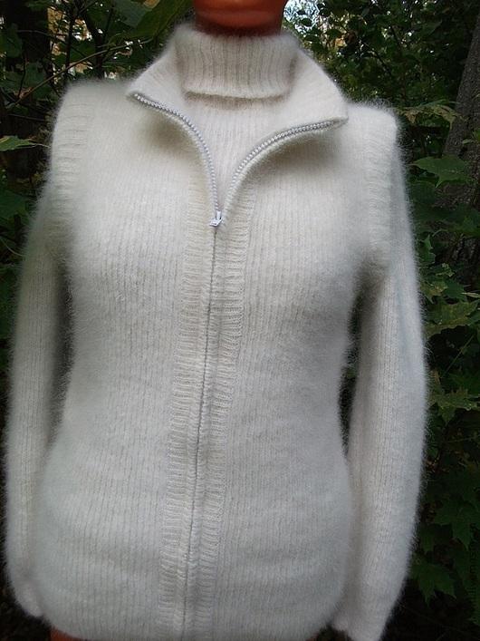 Свитер и жилет на молнии из собачьей шерсти ( из шерсти самоедской лайки). Свитер с высоким воротом, мягкий, пушистый, теплый, вязка резинка, такой свитер согреет в самую холодную погоду, незаменимая