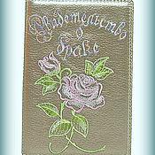 Свадебный салон ручной работы. Ярмарка Мастеров - ручная работа Папка для свидетельства о браке кожаная с вышивкой Розы. Handmade.