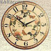 """Для дома и интерьера ручной работы. Ярмарка Мастеров - ручная работа Часы настенные """"Цветы и бабочки. Любимой маме"""" круглые. Handmade."""