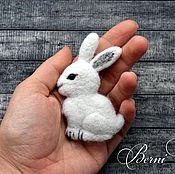 """Украшения ручной работы. Ярмарка Мастеров - ручная работа Брошь """"Белый Кролик"""", Брошь шерстяная, белая брошь, Брошь заяц. Handmade."""