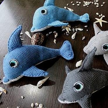Куклы и игрушки ручной работы. Ярмарка Мастеров - ручная работа Вязаные дельфинчики. Handmade.