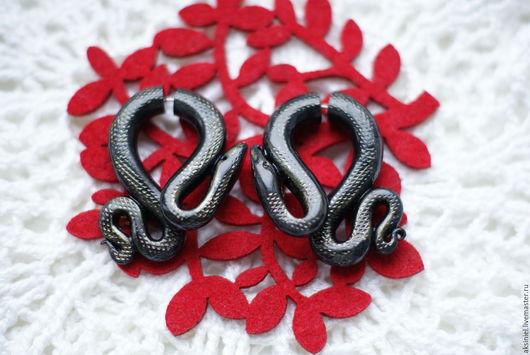 """Серьги ручной работы. Ярмарка Мастеров - ручная работа. Купить Серьги обманки """"Черные Змеи"""". Handmade. Черный, плаги, хеллоуин"""