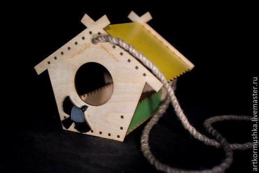Деревянная кормушка для птиц `Теремок - синица серебристая`