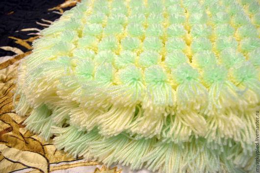 Пледы и одеяла ручной работы. Ярмарка Мастеров - ручная работа. Купить Плед из помпонов зеленый. Handmade. Салатовый, плед детский