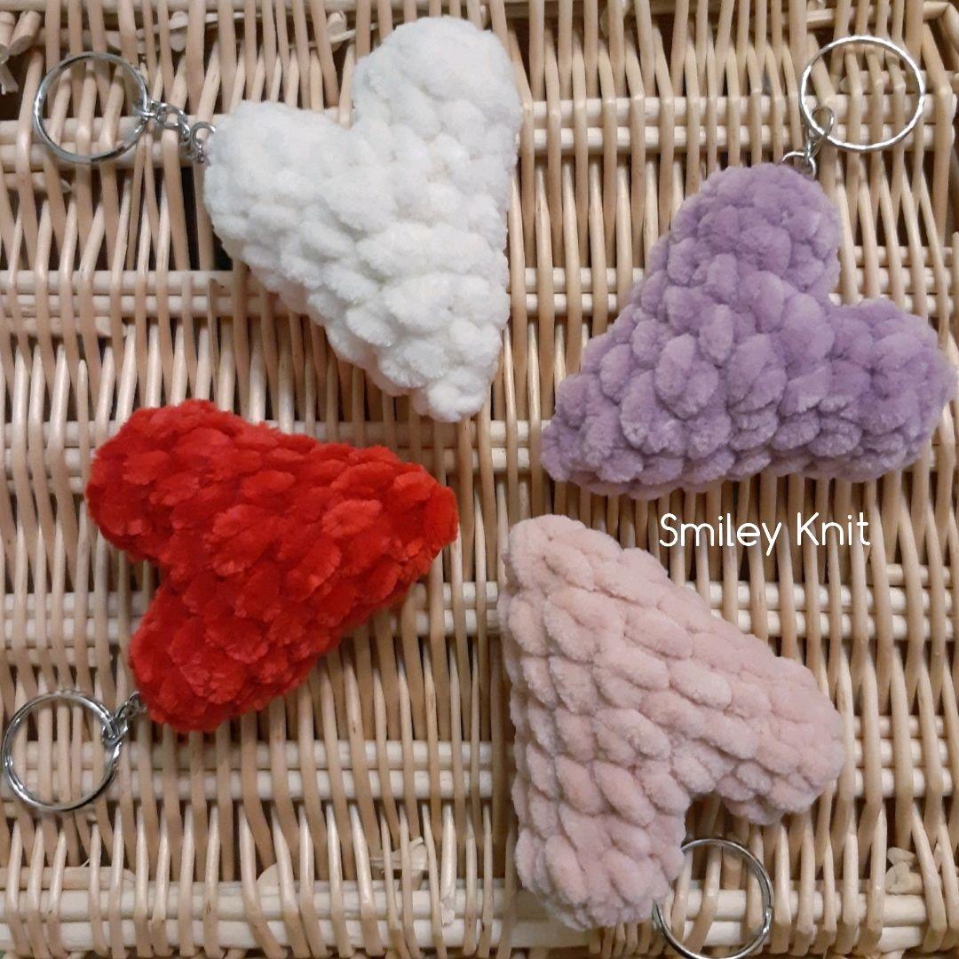Вязаный брелок плюшевое сердце . Сувенир к 14 февраля в виде сердца
