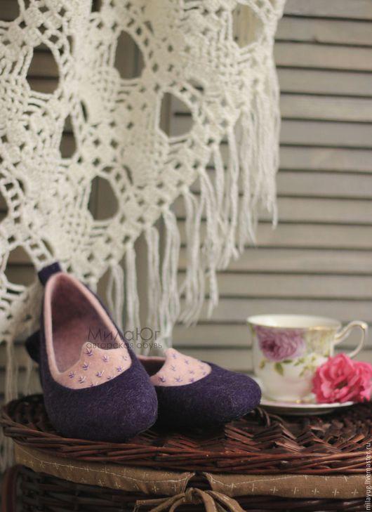 """Обувь ручной работы. Ярмарка Мастеров - ручная работа. Купить """"СлИвовый десерт"""". Handmade. Тёмно-фиолетовый, розовый, валяные тапочки"""