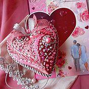 Подарки к праздникам ручной работы. Ярмарка Мастеров - ручная работа ЧУВСТВЕННЫЙ САД вышитое текстильное сердце. Handmade.
