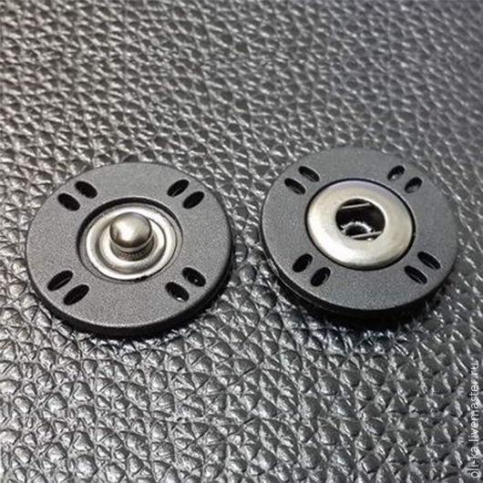 Пластиковая кнопка с металлическим основанием,диаметр-23мм.Производство:Италия. Цвет:черный.