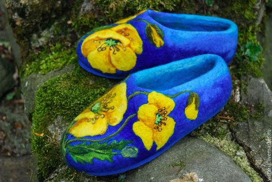 Обувь ручной работы. Ярмарка Мастеров - ручная работа. Купить Валяные тапочки  «Жёлтые маки». Handmade. Тёмно-синий