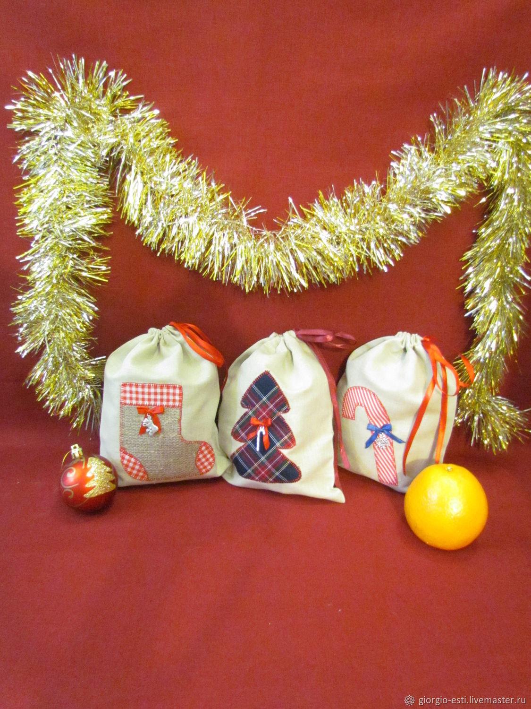"""Праздничная атрибутика ручной работы. Ярмарка Мастеров - ручная работа. Купить Новогодние мешочки для подарков """"Праздник к нам приходит"""". Handmade."""