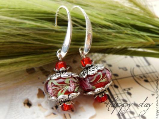 Серьги ручной работы. Ярмарка Мастеров - ручная работа. Купить Серьги с бусинами Lampwork Маленькое красное платье. Handmade.