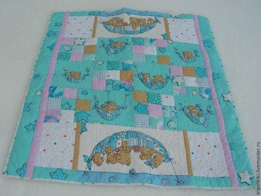 """Пледы и одеяла ручной работы. Ярмарка Мастеров - ручная работа. Купить Детское лоскутное одеяло """"Мишки тедди"""". Handmade. Разноцветный"""